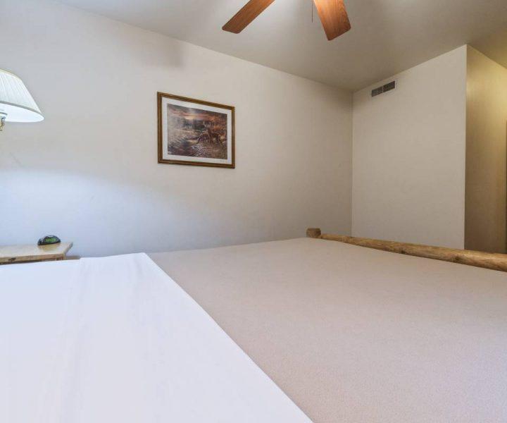 Jellystone Warrens Cabin Bedroom